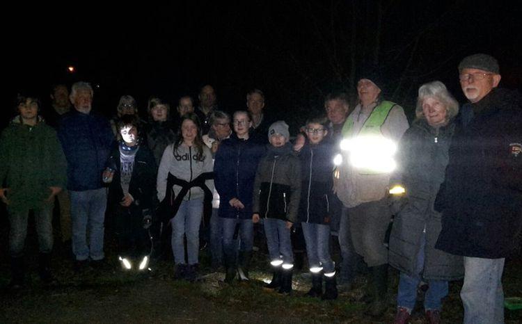 Exkursionsgruppe der nächtlichen Amphibien-Exkursion am Taubenborn