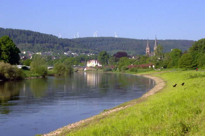 In Höxter ist die Weser durch salzhaltige Abwässer der Kaliindustrie noch immer stark belastet