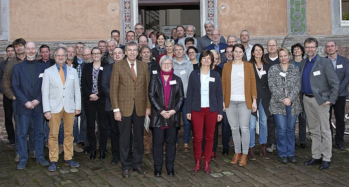Teilnehmerinnen und Teilnehmer des 1. Regionalgesprächs zur Revitalisierung der Oberweserauen im Schloss Bevern